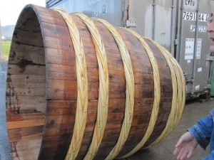 タガを入れ替えた木桶