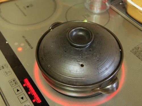 味噌鍋を加熱していきます