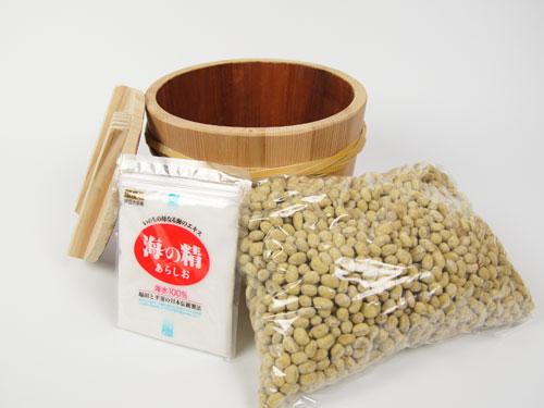 豆味噌の用意するもの、豆麹、食塩、容器