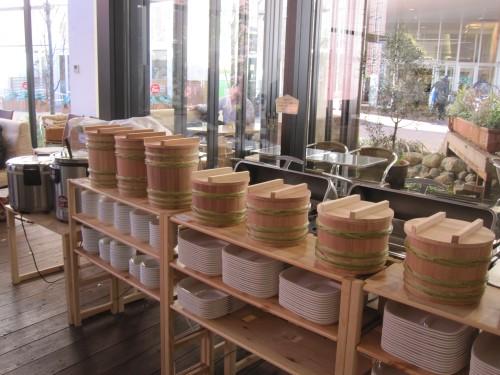 手作り味噌のための木桶が並ぶ