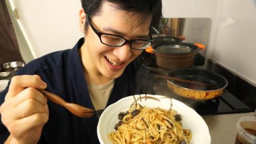 醤油麹でペペロンチーノ風のスパゲティを作りました。発酵食品の料理は楽しいなーと実感。