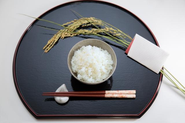 箸置きを食事の際にお使いですか?食べ物に感謝している方は箸置きを利用するのをオススメします。