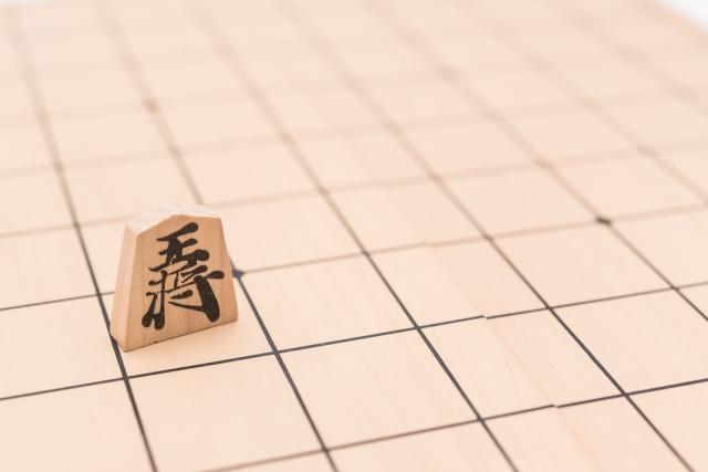 将棋の王様がいかに弱いか説明してみた。絶対的な権力を持つ王将でさえ1人ではなにもできない。