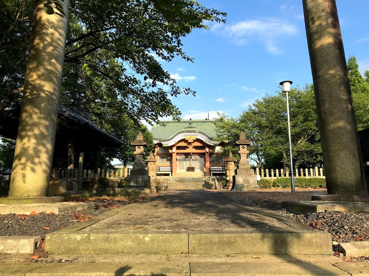 杉崎神社の作業奉仕に参加しました。ご近所さんと一緒に協力して1つの仕事ができる作業奉仕っていいですね。