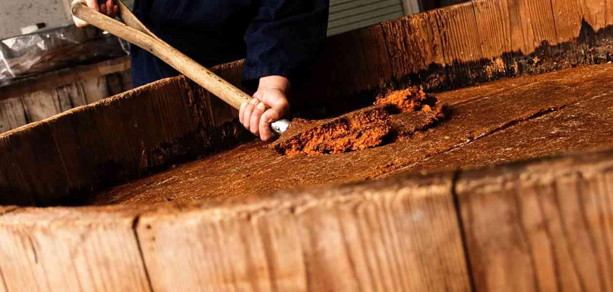 伝統製法の木桶仕込み